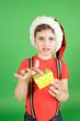 Junge mit Nikolausmütze und Geschenk