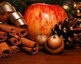 Weihnachtsapfel mit Dekoration