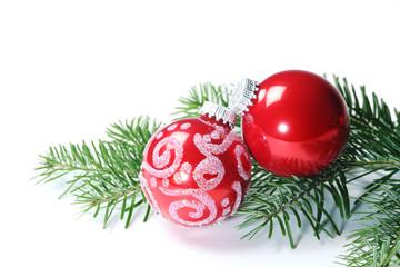 Weihnachtskugeln, Tannenzweig weisse Hintergrund