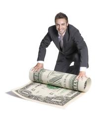 Exitoso hombre de negocios sujetando un billete de dólar.