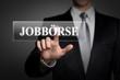 Mann drückt touchscreen button - Jobbörse