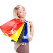 junge blonde Frau nach dem Einkaufen