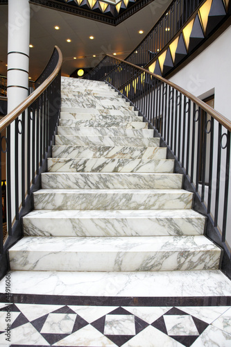 Aluminium Trappen White marble stair in luxury interior