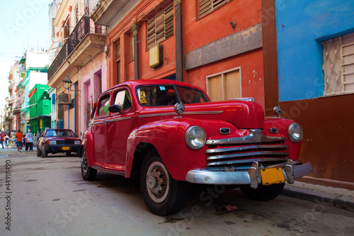 Fotobehang Cubaanse oldtimers Vintage red car on the street of old city, Havana, Cuba