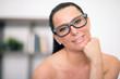 junge Studentin mit Brille