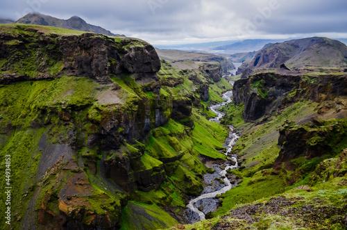 Thorsmork-Gebirgsschlucht und -fluß, nahe Skogar, Island