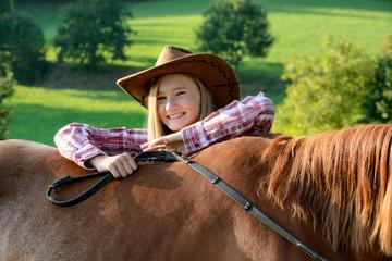 Portrait glückliches Cowgirl