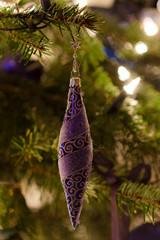 Blauer Weihnachtsschmuck in Zapfenform