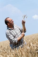Landwirt - Bauer im Getreide Feld.