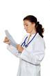 Arzt in Arztpraxis liest einen Befund