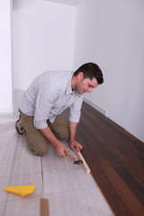 handyman setting finish flooring