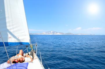 Verliebtes Pärrchen - Segelboot