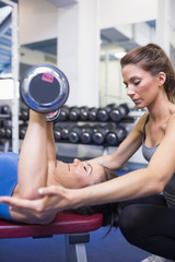 Concentrated trainer teaching lifting weights
