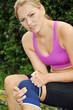 Joggerin mit Knieschmerzen