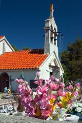 Friedhof Kapelle Grab Blumen