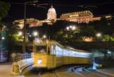 Fototapeta tramwaj - noc - Zamek
