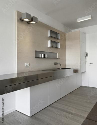 Cucina moderna con boiserie immagini e fotografie for Abbonamento a cucina moderna