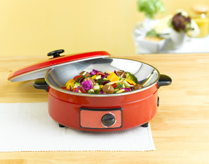 Red frying electric pan