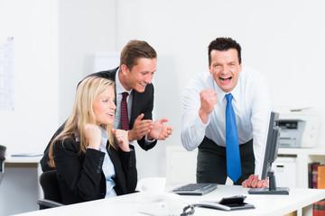 erfolgreiches team im büro