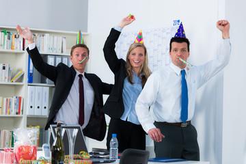 geburtstagsfeier im büro