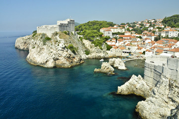 Paisaje costa, castillo y ciudad Dubrovnik