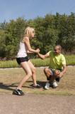 Sport au parc - relever son partenaire