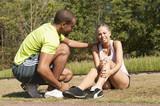 Sport au parc - mauvaise chute sur la jambe