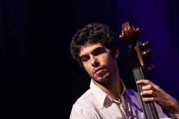 Musiker am Kontrabass