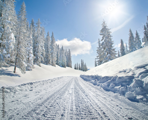 Foto op Canvas Wintersporten Empty snow covered road in winter landscape