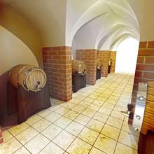 Baryłek alkoholu pić podziemną piwnicę