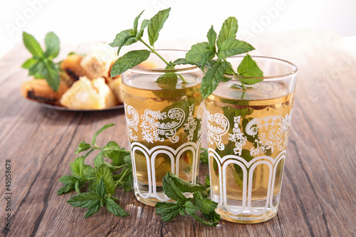 glasses of tea with mint