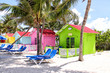 Bunte Hütten auf den Malediven