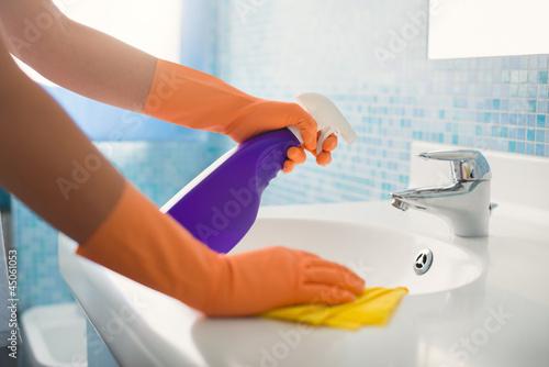 Leinwanddruck Bild woman doing chores cleaning bathroom at home