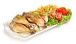 Muslos de pollo con ensalada y patas fritas.