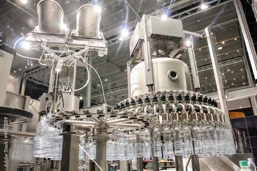 Fotobehang Industrial geb. Bottling water on the plant