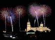 Catedral de Salamanca con fuegos artificiales.