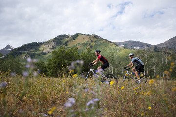 """USA, Utah, couple mountain biking"""