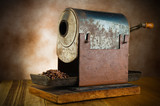 Fototapety vintage roaster with coffee beans in the wood table