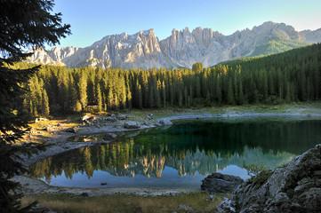 Dolomiti, Lago di Carezza - Karersee - monte Latemar