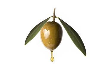 Aceituna con hojas goteando aceite de oliva