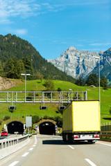 autobahn tunnel schweiz lkw