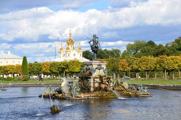 Верхний парк и фонтаны в Петергофе.