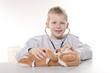 chłopiec bawiący się w doktora