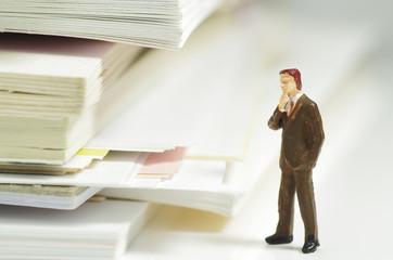 書類と人形