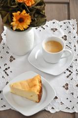 Topfen mit Kaffeetasse