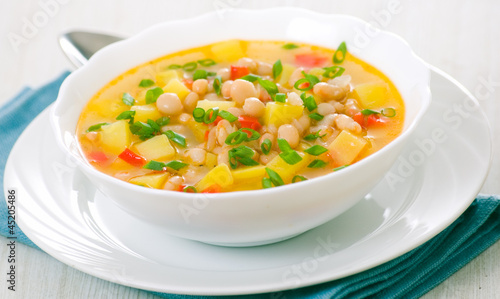 Vegetarian white bean soup
