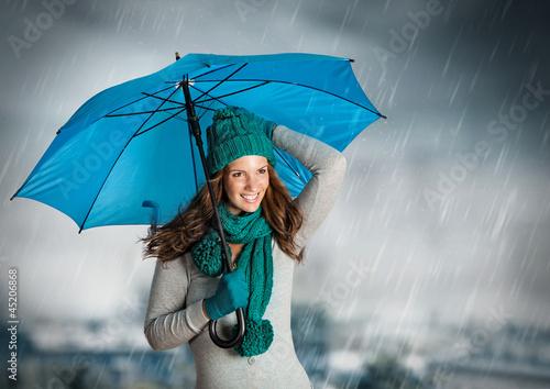 umbrella 03/Mädchen mit Schirm im Regen