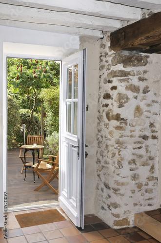porte ouverte sur terrasse