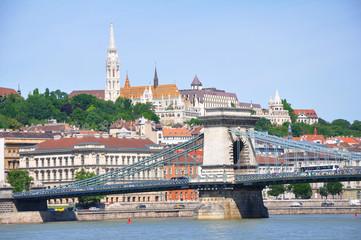 Burgviertel und Brücke in Budapest