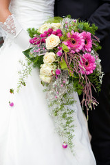 Brautpaar mit Brautstrauß